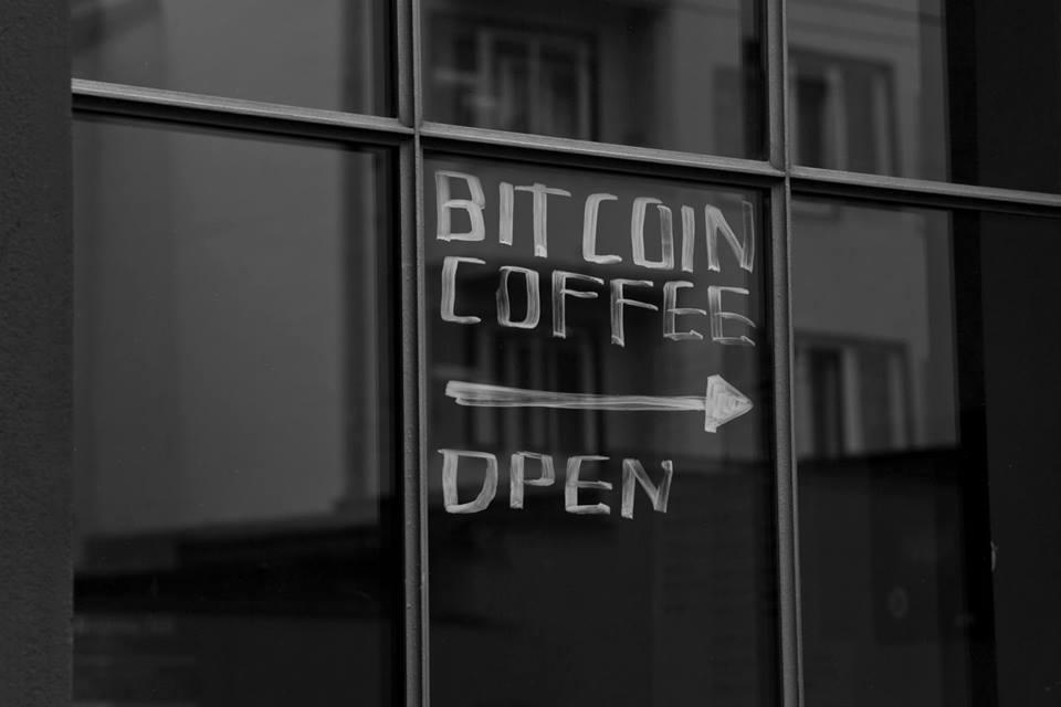 paralelní polis - káva za bitcoiny