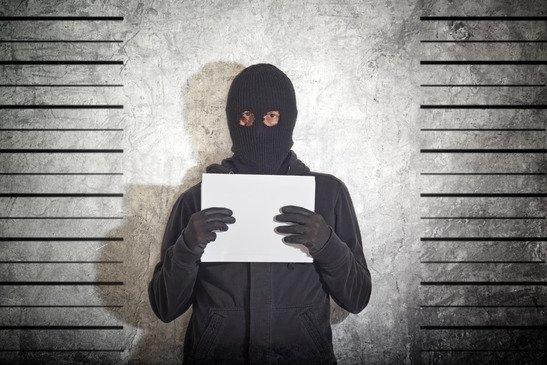 odhalen a zatčen tvůrce bitcoinu