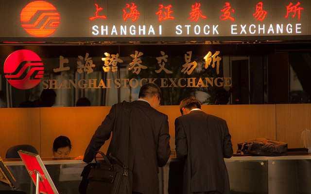 čínský akciový trh ovlivňuje cenu bitcoinu