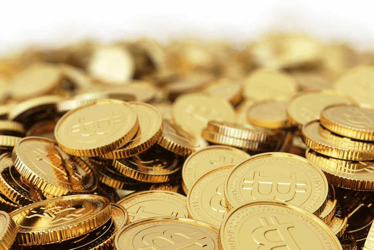 cena bitcoinu 25000 dolarů